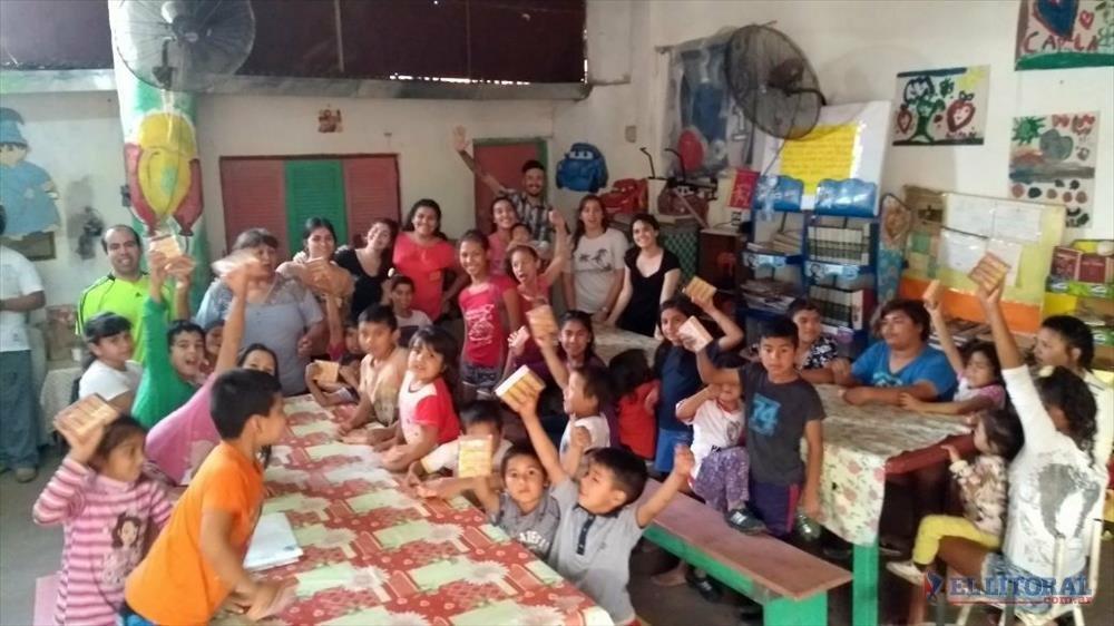 Labor. Organizaciones como la Fundación Sí hacen colectas y ayudan a los chicos con sus tareas.