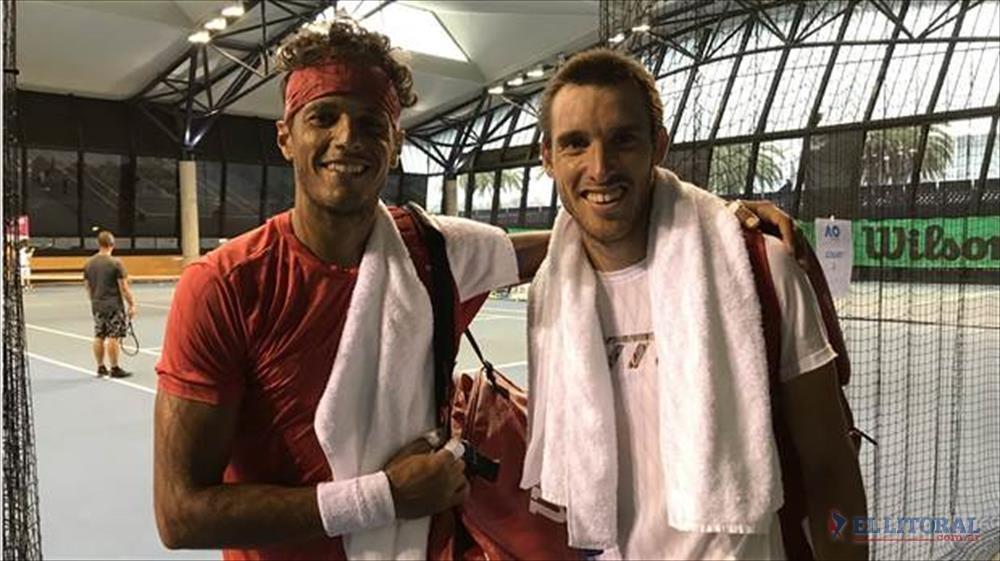 Entrenamiento. Mayer peloteó con el brasileño Souza, aquel del histórico partido de Copa Davis.
