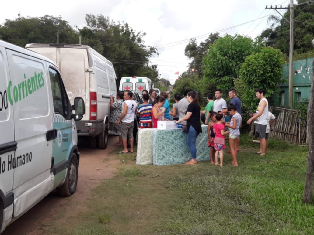 <p>Paliativo. Desarrollo Social asiste a las diversas comunas afectadas con mercaderías y elementos de primera necesidad ante las lluvias.</p>