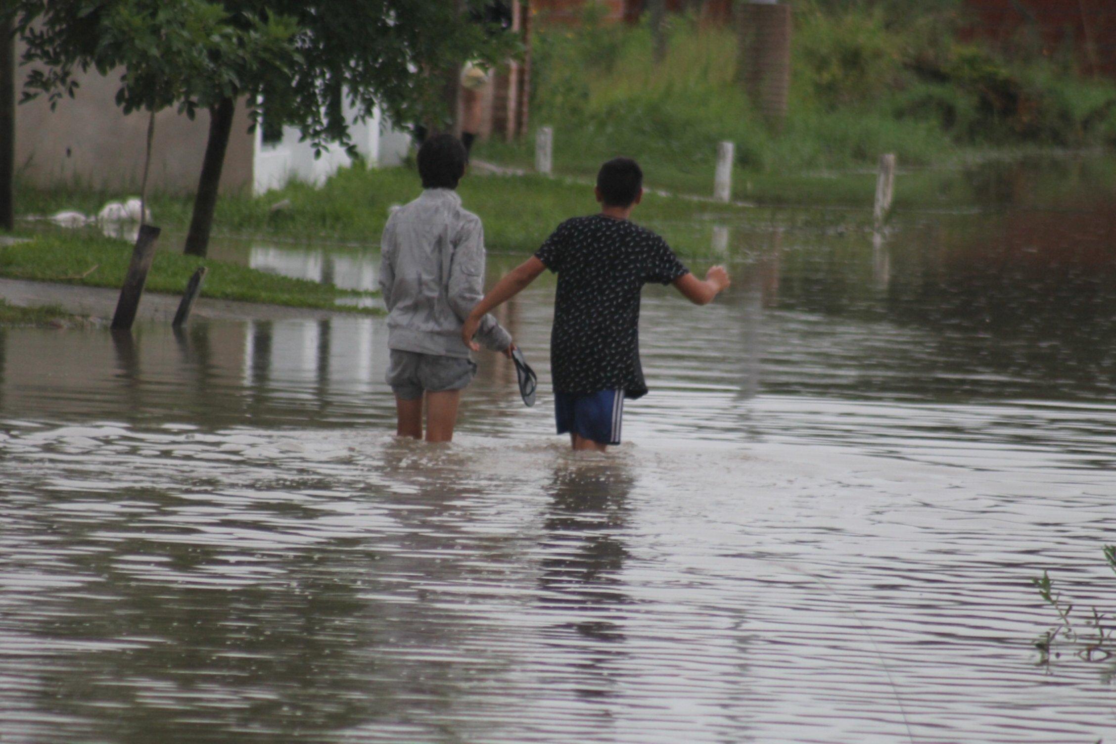 <p>Problemas. Varios barrios capitalinos se inundaron.</p>