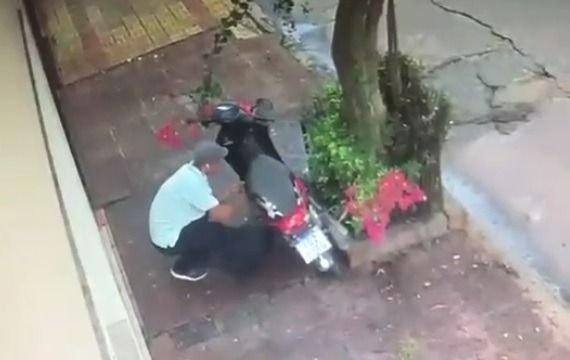 <p>Robo. El delito quedó íntegramente filmado en cámaras de seguridad cercanas.</p>