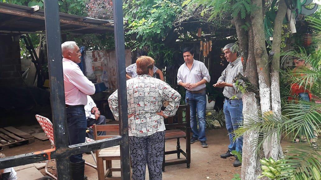 <p>Visita. Funcionarios y personal de distintas áreas hicieron una recorrida y dialogaron con vecinos afectados.</p>