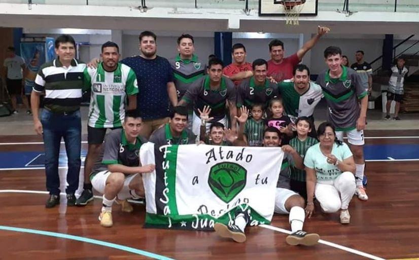 <p>Campeones. El barrio Juan De Vera logró el ascenso a la categoría B.</p>
