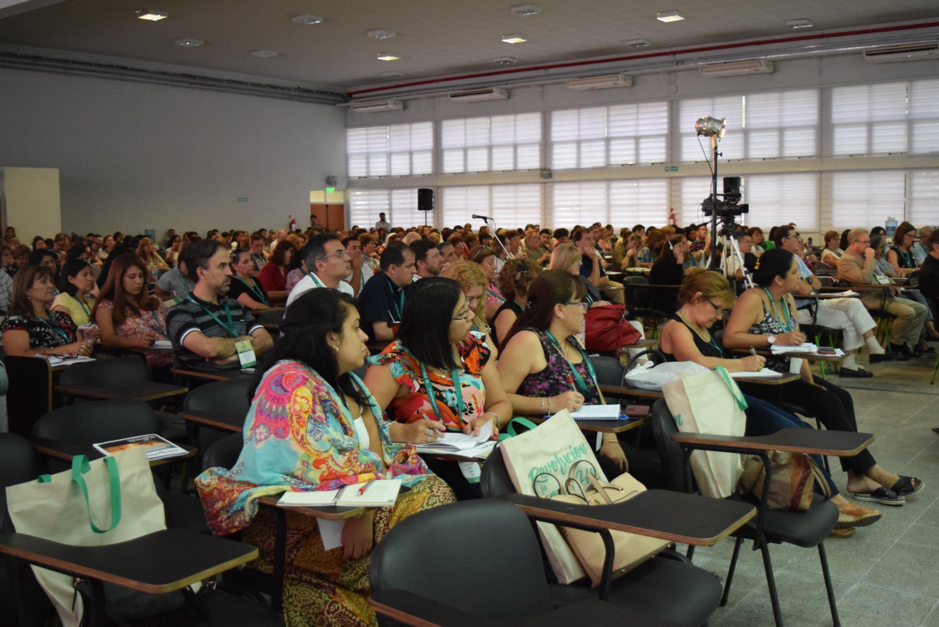 <p>Oyentes. En el curso de rectores un centenar de docentes particip&oacute; del taller sobre grooming.</p>