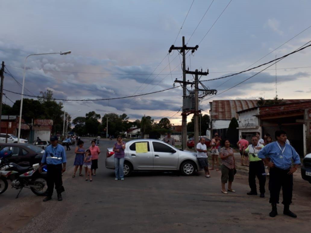 <p>Reclamos. Vecinos manifestaron sobre la avenida Maipú ante la interrupción del suministro energético.</p>