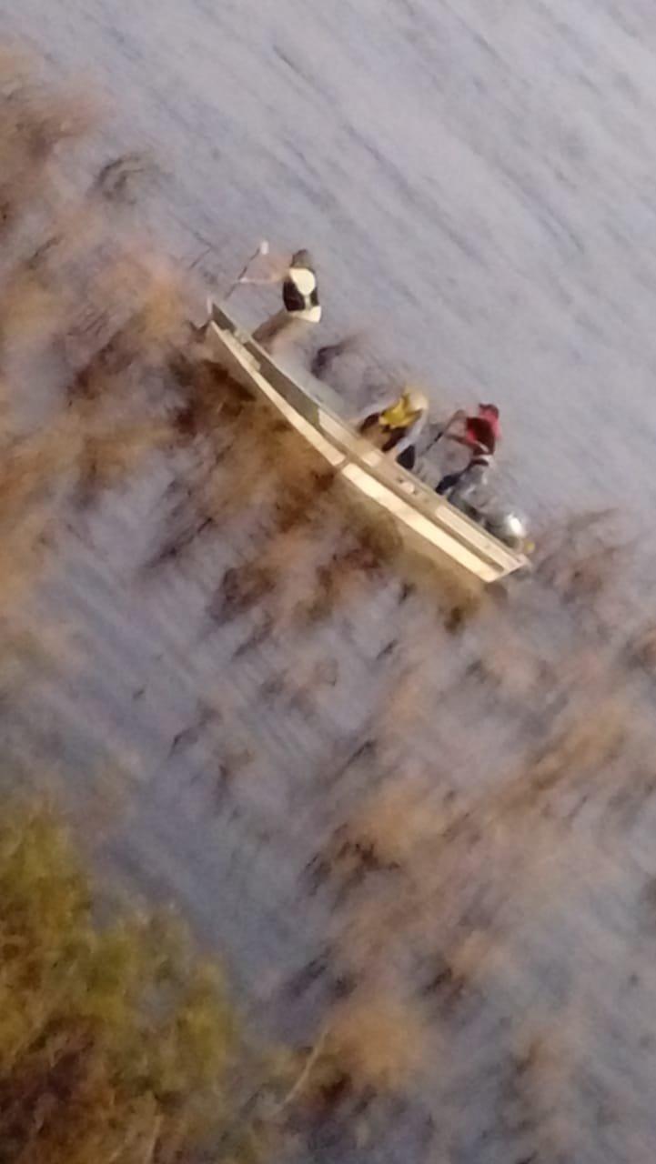 <p>Agua. Los efectivos al encontrar el cuerpo del médico en aguas del río Corriente.</p>
