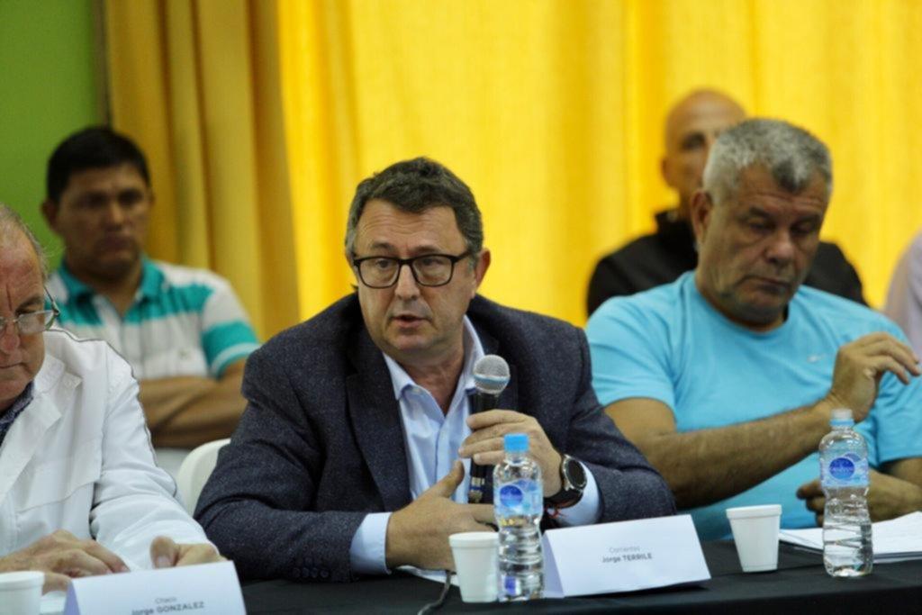 <p>Presencia. Terrile estuvo en el Cenard junto a los máximos dirigentes deportivos del país.</p>