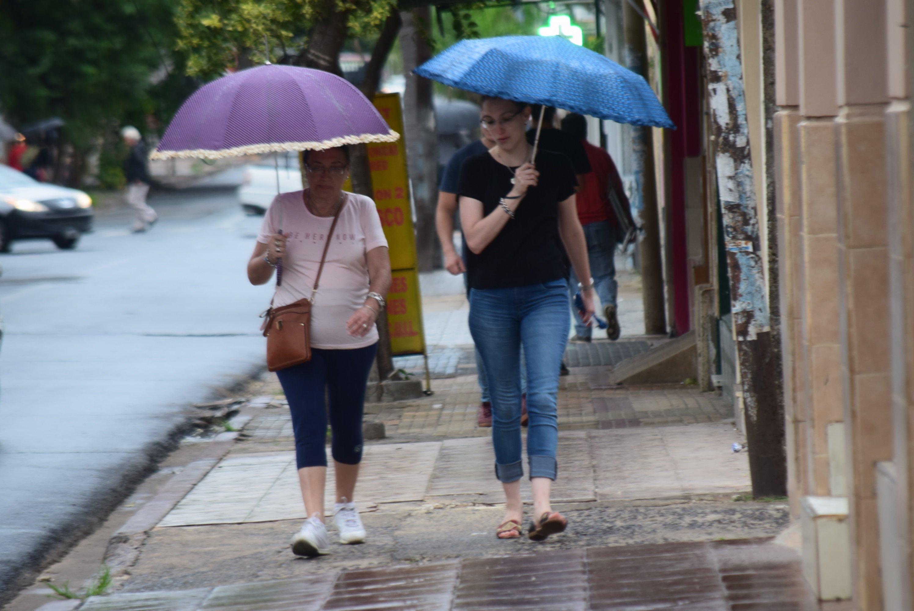 <p>Chaparrones. Las lluvias de ayer trajeron cierto alivio a la ciudadanía, tras jornadas intensas de calor.</p>
