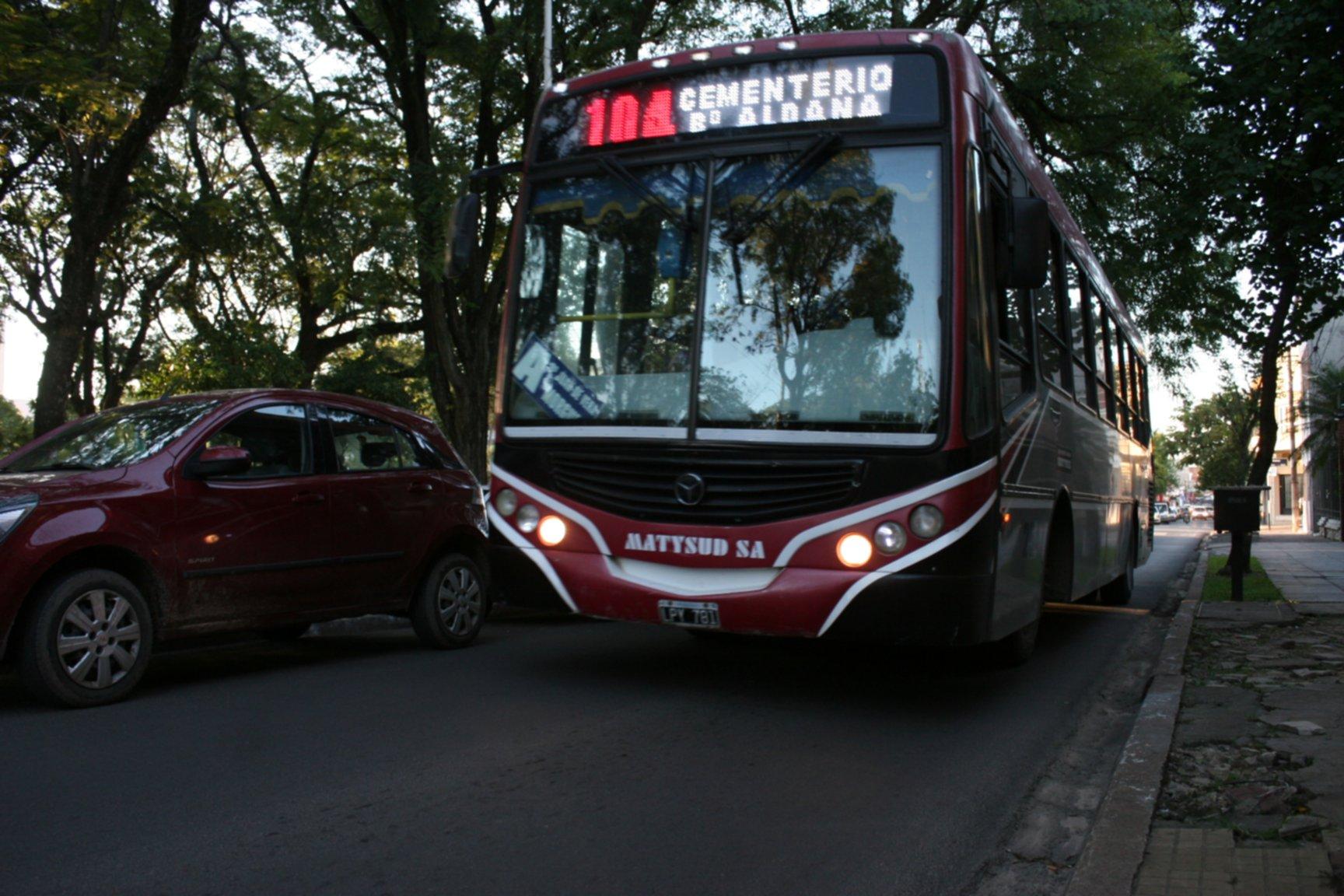 <p>Colectivos. Organización local buscará generar beneficios para los usuarios del servicio de transporte.</p>