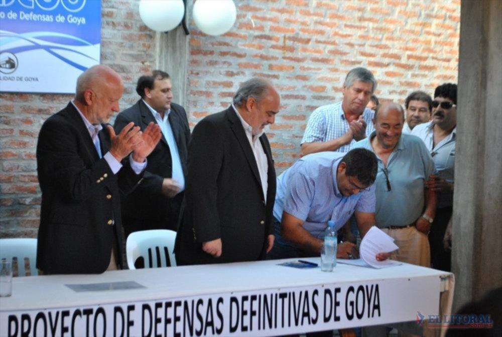 CALLES Y CASAS. Se rubricaron acuerdos para asfaltado de diversas arterias y avenidas y viviendas para afiliados al gremio de la CGT.