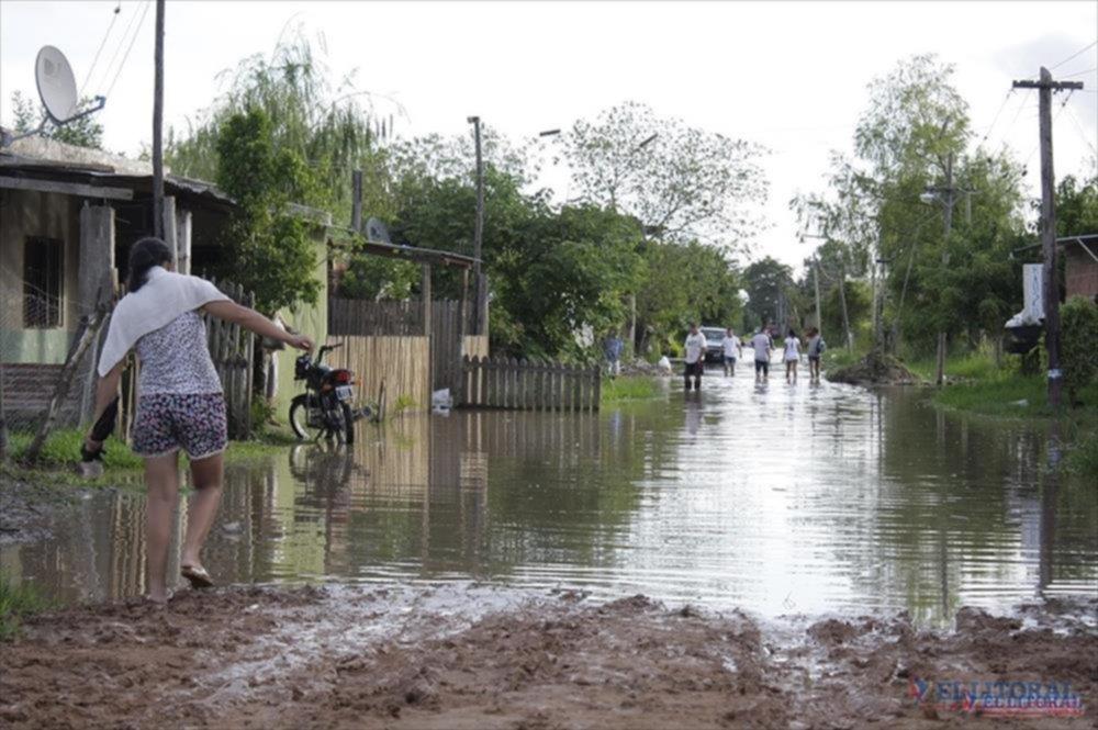 INUNDACIONES. Los barrios que se ubican sobre la Ruta 5 cuentan con problemas de anegamientos durante los días de lluvia.