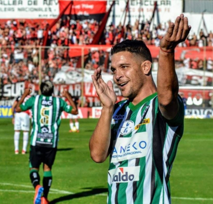<p>Herrera. El goleador del equipo bahiense abrió la cuenta.</p>