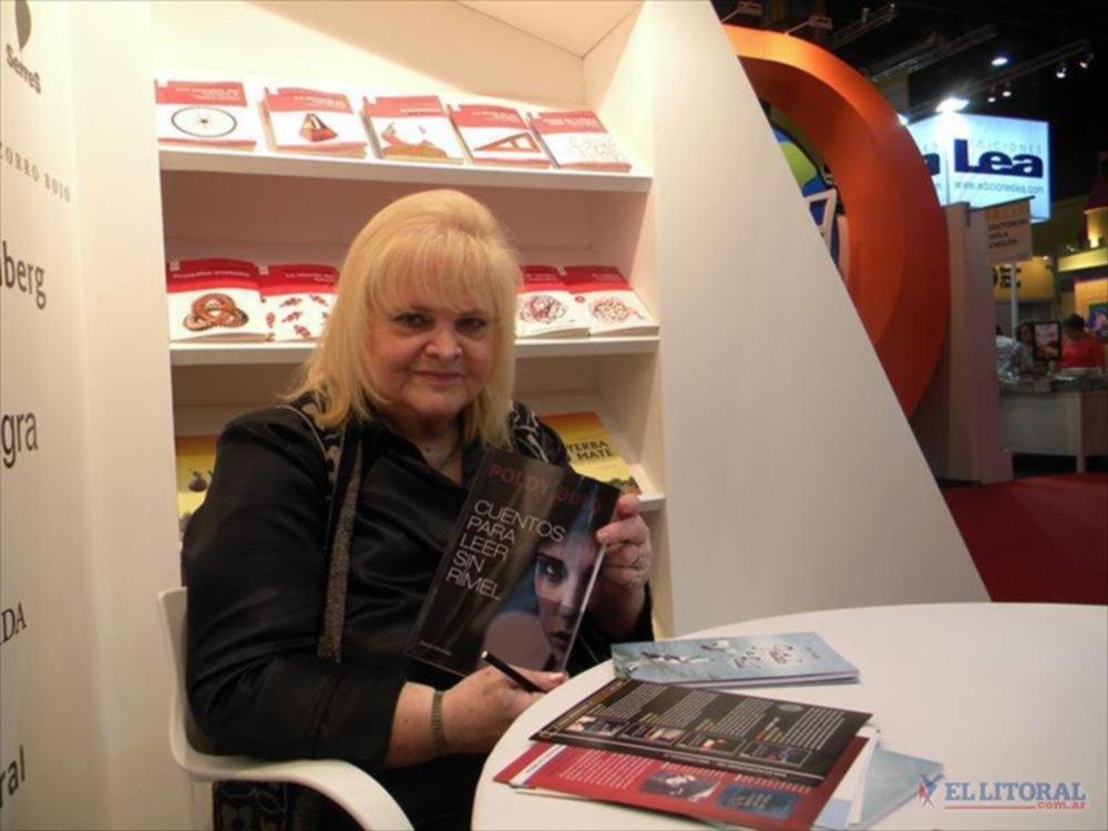 CUENTOS. La escritora habló de ellos con El Litoral. Va a la Feria del Libro desde que el encuentro se hacía en la calle.