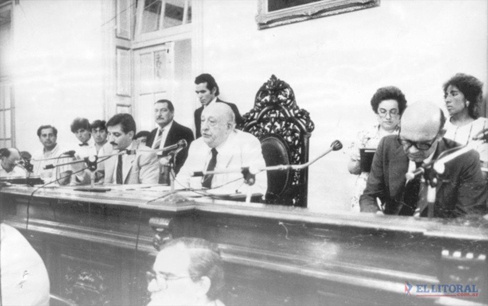 A  la izquierda: Gabriel Feris legislador. Como titular del Senado de la Provincia, preside la asamblea legislativa. A la derecha, el autor de esta nota, Dr. Ricardo G. Leconte