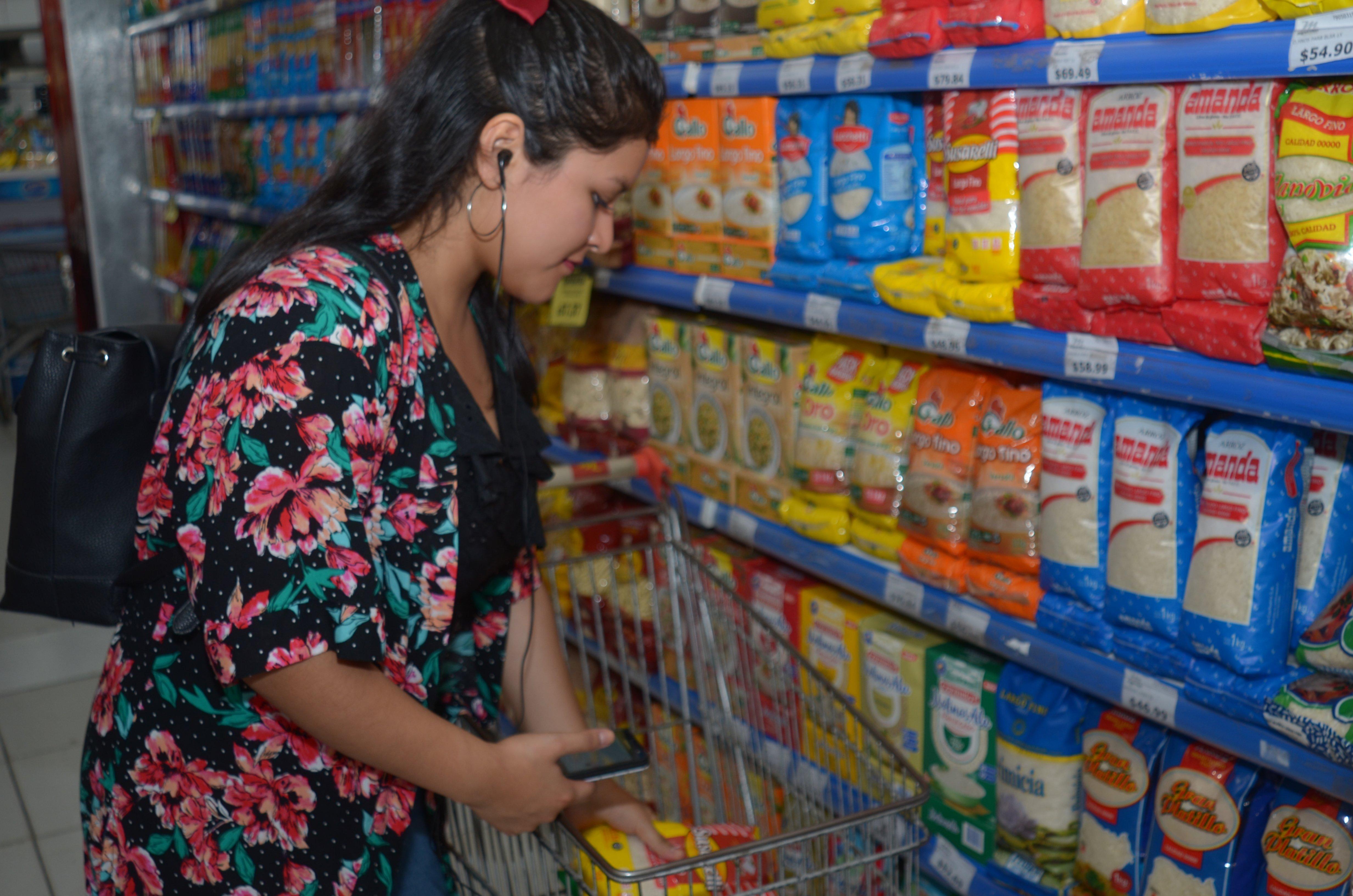 <p>Supermercados. Los productos básicos tendrán un congelamiento de precio, aunque se teme que antes haya una suba.</p>