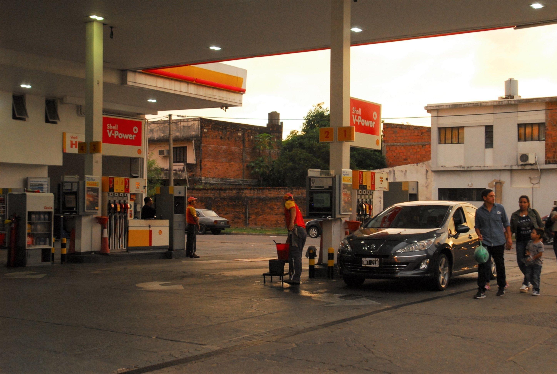 <p>Ajustes. Las petroleras aplicaron incrementos que duplicaron el costo de los combustibles en 21 meses.</p>