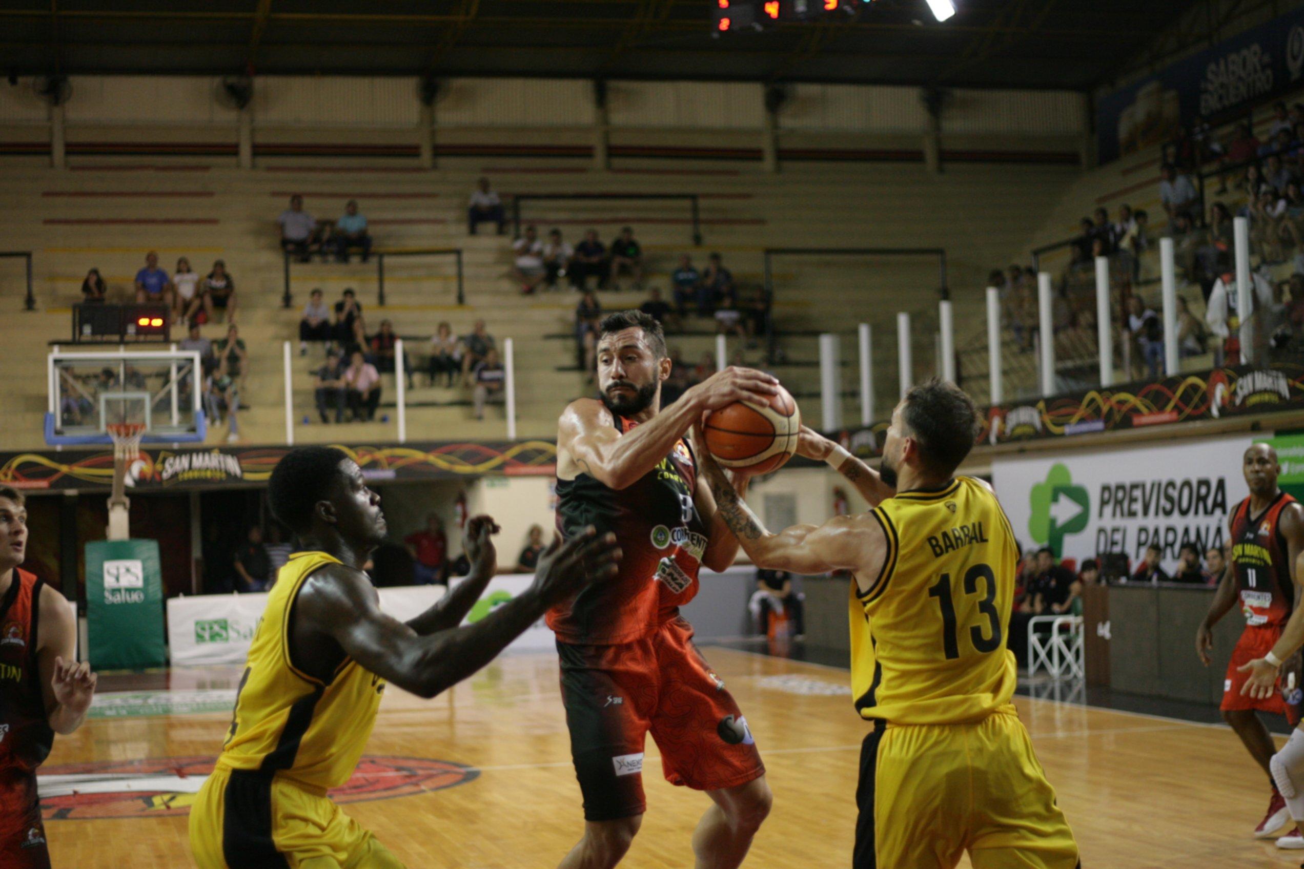 <p>Antecedente. En el duelo jugado en Corrientes, San Martín venció a Obras durante la presente temporada.</p>