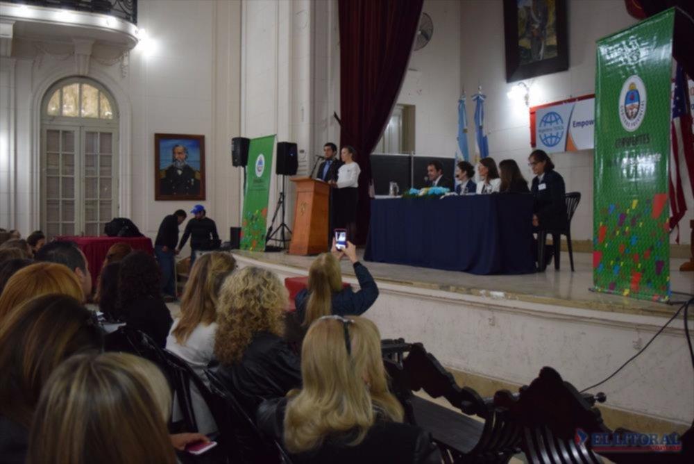 ENCUENTRO. Autoridades de Artesol y de la Dirección Intercultural visitaron a la ministra de Educación.