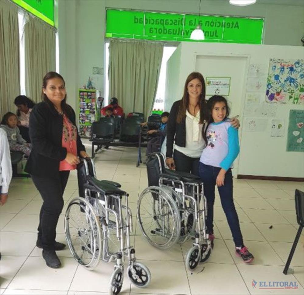 Entregaron sillas de ruedas al hospital de pago de los deseos for Sillas para hospital