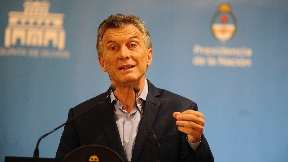 <p>Ya he hablado con gobernadores y senadores de distintos espacios, porque tenemos que sentarnos a hacer un gran acuerdo sobre c&oacute;mo vamos a equilibrar algo que la Argentina no logra hacer desde hace m&aacute;s de 70 a&ntilde;os.&nbsp;Mauricio Macri<br />Presidente de la Naci&oacute;n. Ayer en conferencia de prensa.</p>