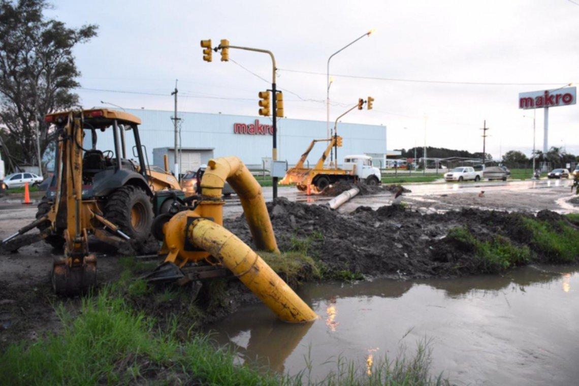 <p>Desagües. Los trabajos preventivos apuntan a evitar graves anegamientos en zonas bajas de la ciudad.</p>