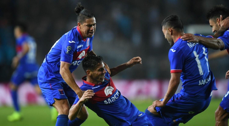 <p>Batacazo. El descendido Tigre sigue en carrera en la Copa de la Superliga.</p>