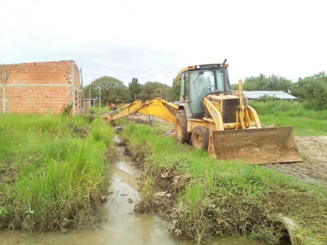 <p>Desagües. Las obras para mejorar el escurrimiento del agua en los barrios son una prioridad actual.</p>