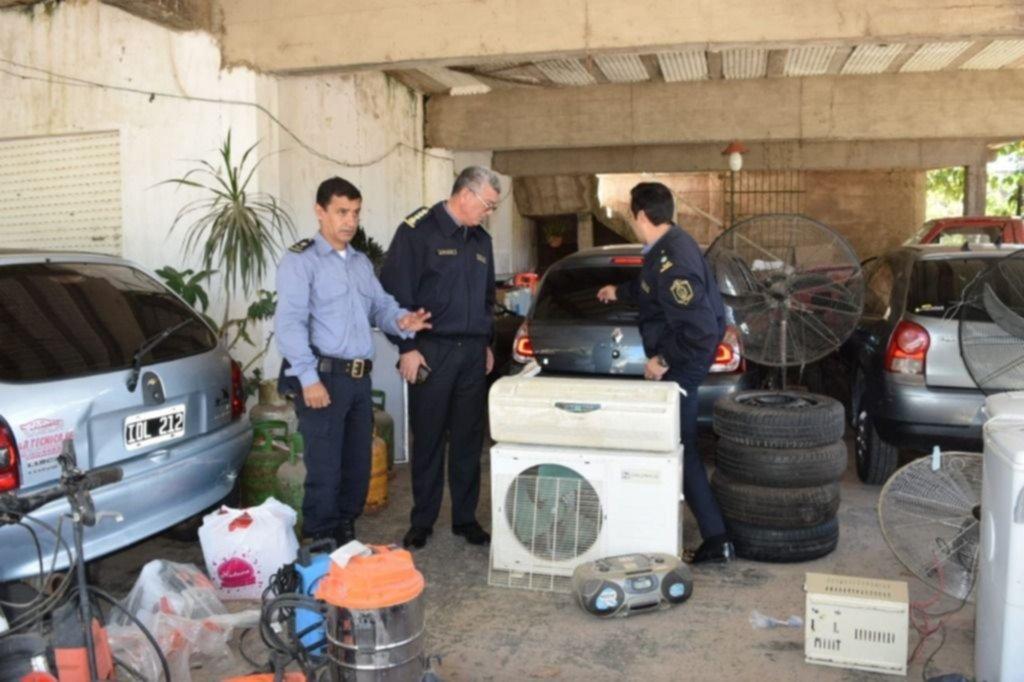 """<p>Elementos. Los diferentes artículos secuestrados por la Policía en la """"casa de empeño"""", allanada en la tarde de ayer.</p>"""