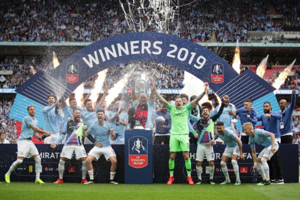 """<p>Líderes. El equipo del """"Kun"""" Agüero logró la Liga, la copa de Inglaterra y la FC Cup.</p>"""