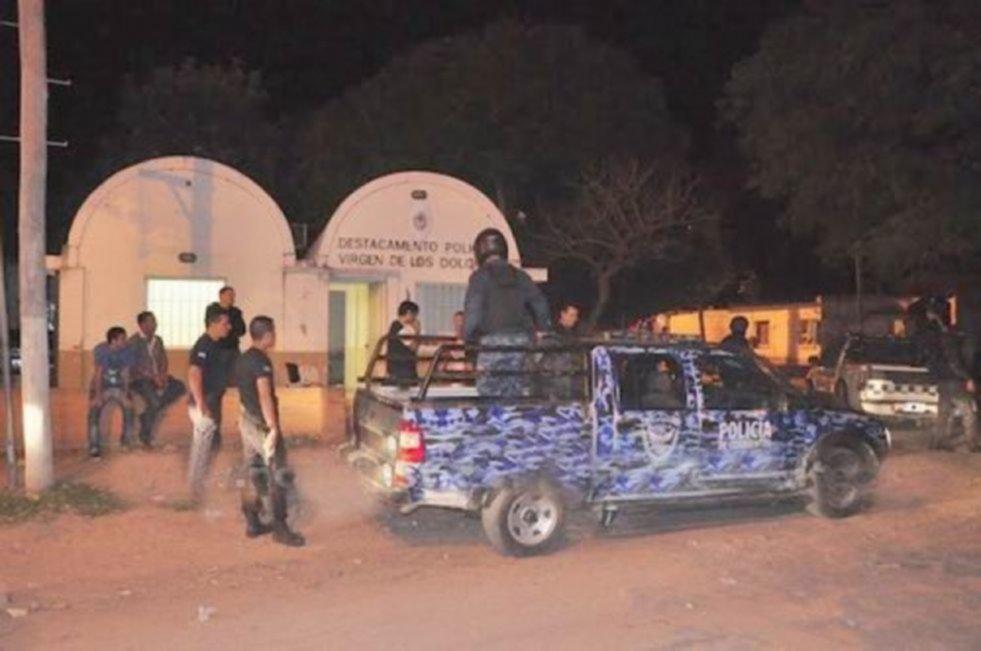 <p>Actuaciones. La Policía se movilizó ante pedradas contra la dependencia.</p>