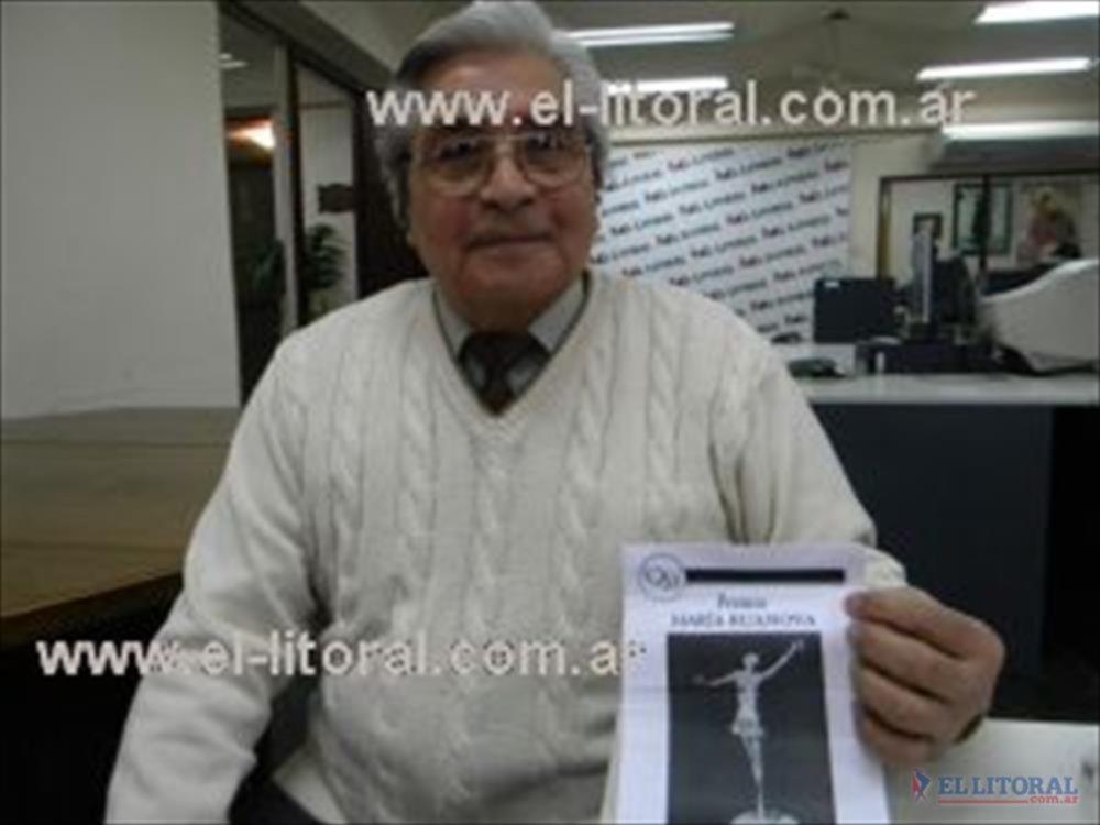En Buenos Aires, reconocieron la trayectoria del prestigioso maestro de la danza.