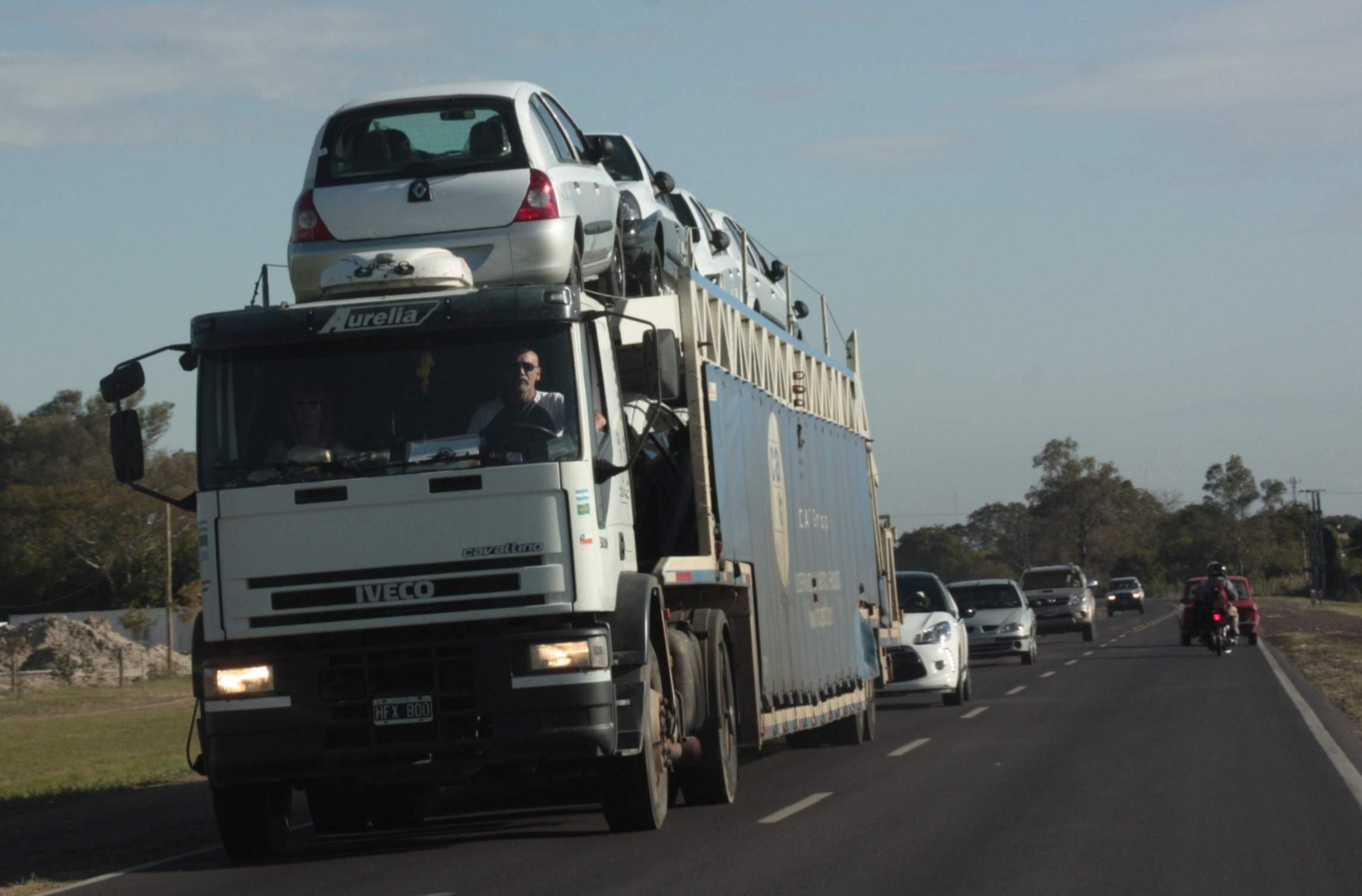 <p>Camioneros. Los conductores parar&aacute;n hoy en todo el pa&iacute;s en reclamo de aumentos salariales.</p>