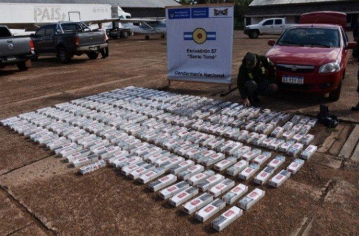 <p>Decomiso. Los miles de atados de cigarrillos de la marca Eight de industria paraguaya.</p>