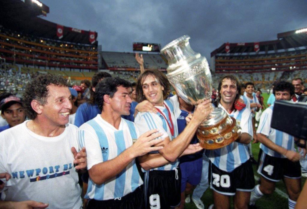<p>Ultima alegría. Ya pasaron 26 años del título conseguido por Argentina en la Copa América de Ecuador 1993.</p>