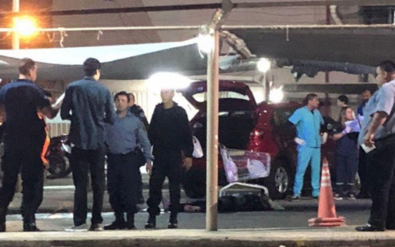 <p>Escena. Mario Bardessono fue asesinado cuando cargaba mercaderías a su automóvil.</p>
