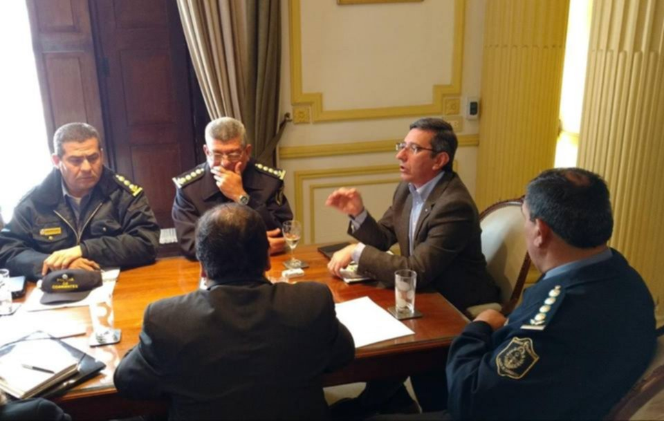<p>Encuentro. El ministro de Seguridad junto con miembros de la UTA, del Municipio y empresarios.</p>