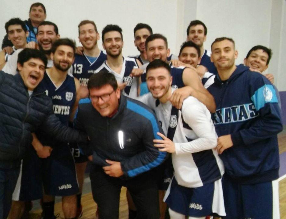 <p>El plantel. Los jugadores luego del último entrenamiento en el club Colón.</p>