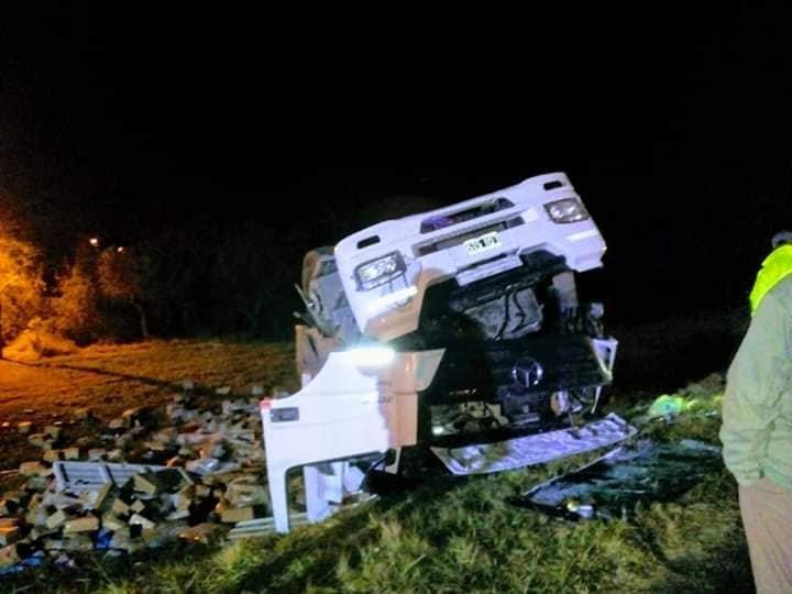 <p>Destrozos. El camión terminó con muchísimos destrozos en su carrocería y chasis.</p>