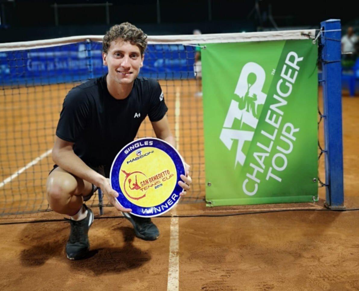 <p>Rosarino. El tenista se impuso en tres sets en la final.</p>