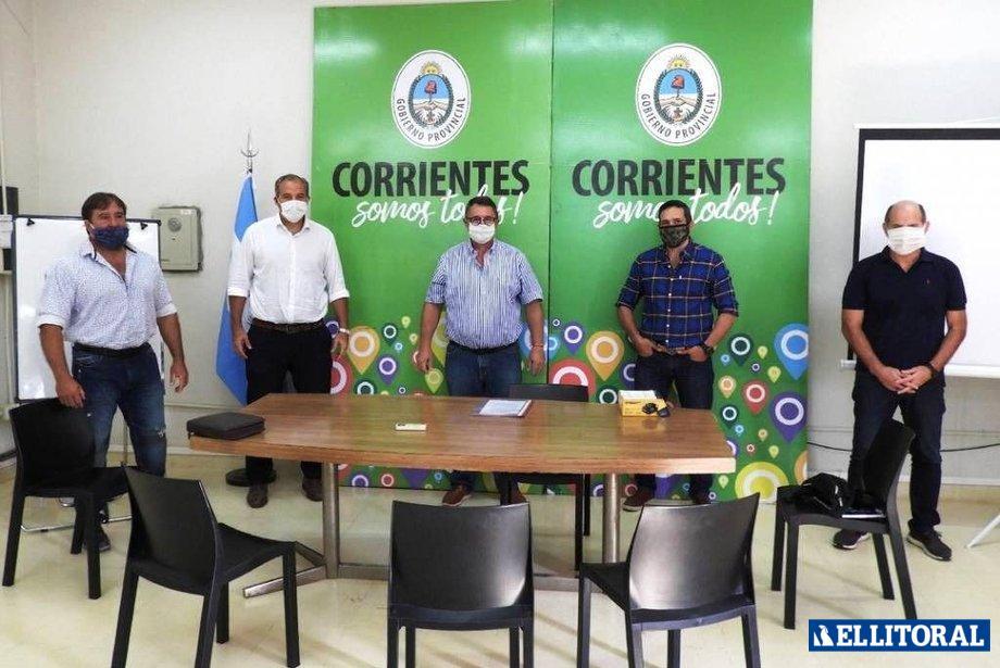 Presentación. Dirigentes de los clubes capitalinos esperan habilitación para entrenar, cumpliendo con las medidas preventivas sanitarias.