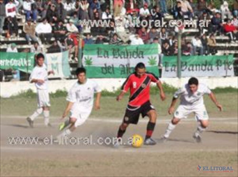 Deportivo Mandiyú tuvo que trabajar mucho para superar a Corrientes Fútbol Club por 1 a 0.
