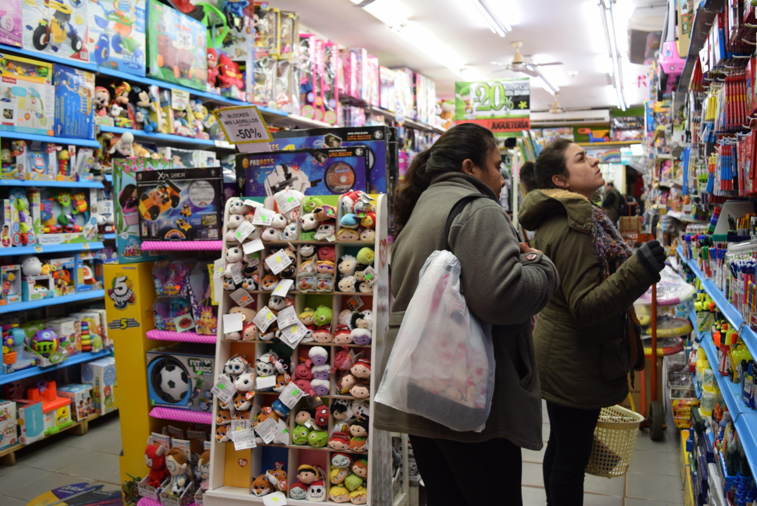 <p>Comercio. Las tiendas prepararon un stock de diversos juguetes y hasta las casas de tecnolog&iacute;a incluyeron promociones.</p>