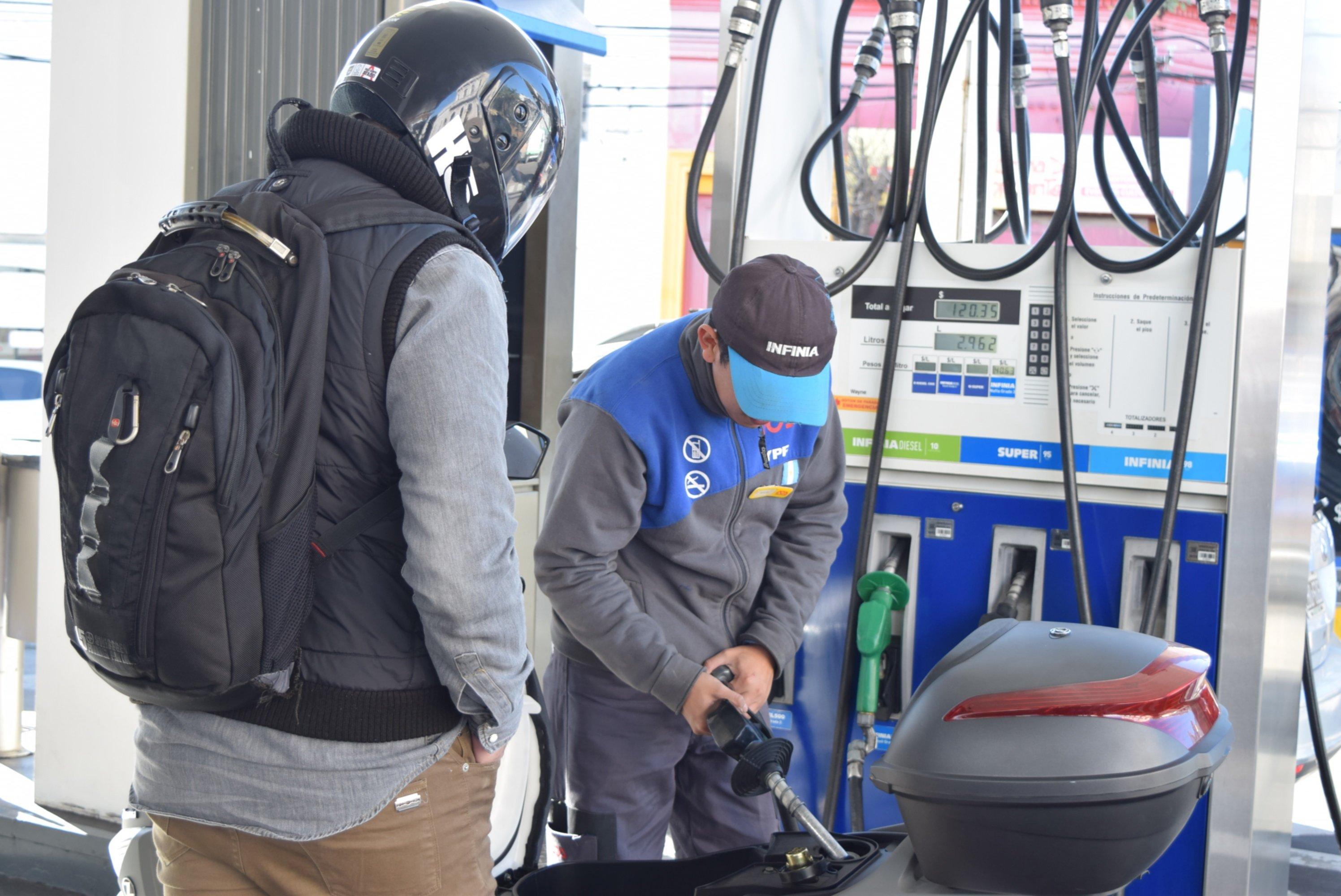 <p>Combustibles. Las estaciones de servicio deberán mantener sus precios hasta mediados de noviembre.</p>
