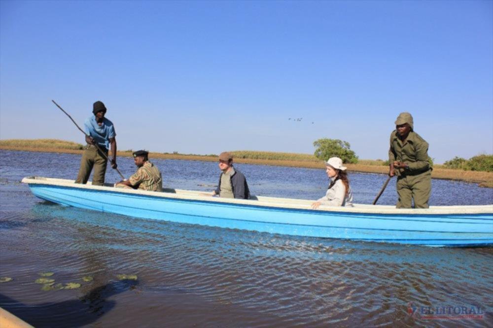 RELEVAMIENTO. Las especialistas locales trabajaron en zonas protegidas y parques nacionales africanos.
