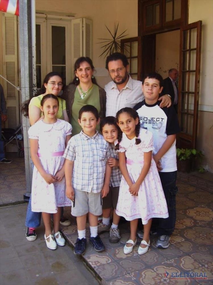 JUAN FERNANDO MARCOPULOS. Médico de 43 años, casado, tiene 7 hijos (4 mujeres y 3 varones) y uno en camino, será diputado nacional.