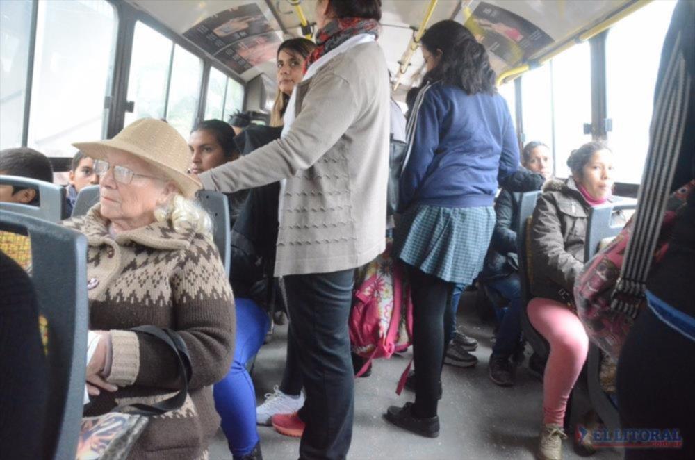 VIAJE. El tiempo de viaje varía según la distancia y la cantidad de pasajeros. (Fotos: Nicolás Alonso)