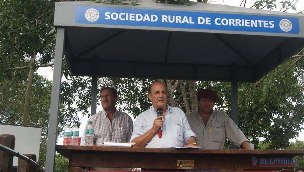 Carlos Llano, criador de búfalos e impulsor de la iniciativa.