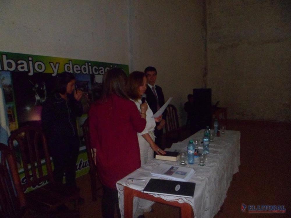 CEREMONIA. Convencionales, el intendente, el vice y también concejales prestaron juramento a la Carta Orgánica Municipal de Chavarría. (Fotos gentileza)