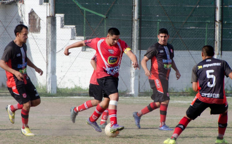 <p>Celebró en Libertad. En cancha del Decano, Cambá Cuá salió a flote tras recibir un gol y se impuso con claridad sobre Popular.</p>