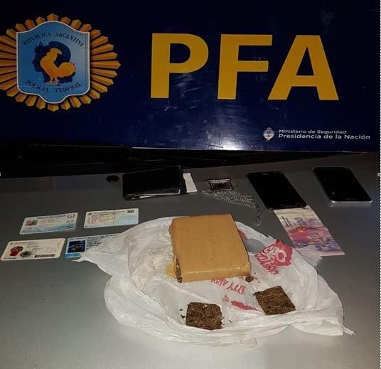 <p>Cannabis. La droga encontrada en el baúl del automóvil y documentación valiosa para la causa.</p>
